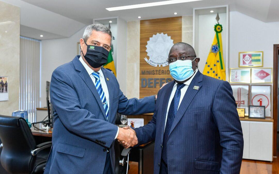 Brasil e Guiné-Bissau discutem parcerias para a Indústria de Defesa